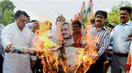 Giriraj should be made to wear bangles and his face be blackened: Lalu after Sonia remark