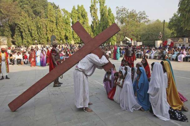 Good Friday, good friday worldwide, good friday india, good friday Filipino devotees, Filipino devotees, Jesus Christ, Philippines good friday, picture gallery, indian express picture gallery, indian express