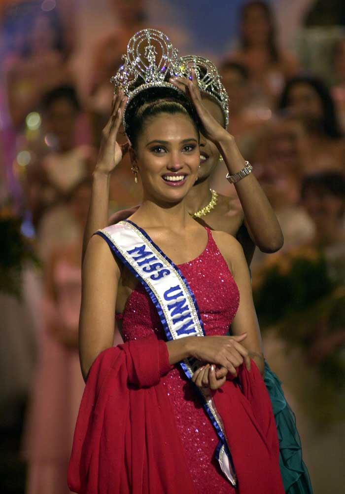 Beauty Queens with Multiple Titles Laradutta-crown