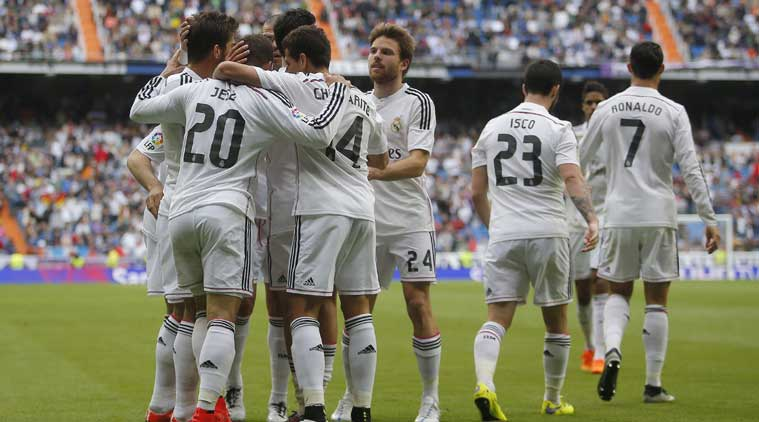 Real Madrid Ease Elbar 3 0 Barcelona Held 2 Draw