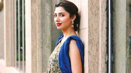 After Shah Rukh Khan, Pakistani actress Mahira Khan also starts shooting for 'Raees'
