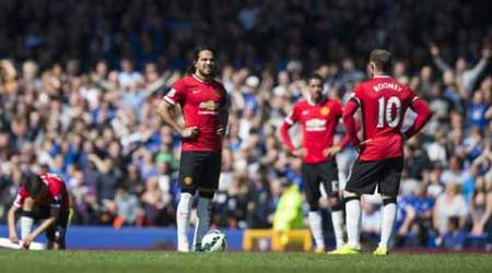 Manchester United crash to 3-0 loss against Everton