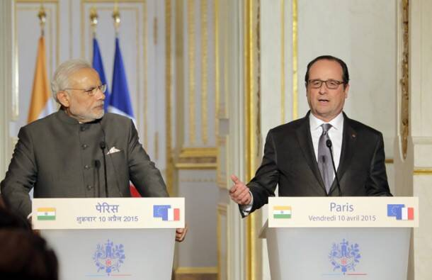 Modi in france, modi france tour, fighter jet deal, Dassault Aviation, French manufactured fighter jets, Rafale fighter jets, Narendra Modi, France tour, French President Francois Hollande, PM Narendra Modi, Francois Hollande, Elysee Palace, Seine River, modi france pictures, modi france, france news, india news, indian express