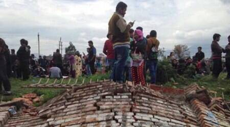 7.9 magnitude earthquake shakes Nepal; big damages, scores injured