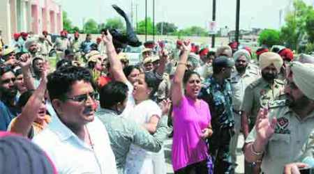 NRHM workers gherao Principal Secretary, seek job regularisation