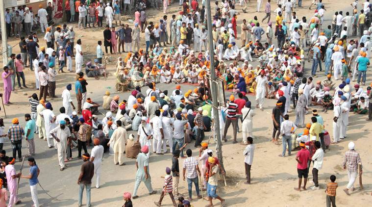 Bathinda: Sikh organisations blocked Bathinda – Amritsar road near Goniana against alleged desecration of religious book in Bathinda on Wednesday. ( Source: PTI )