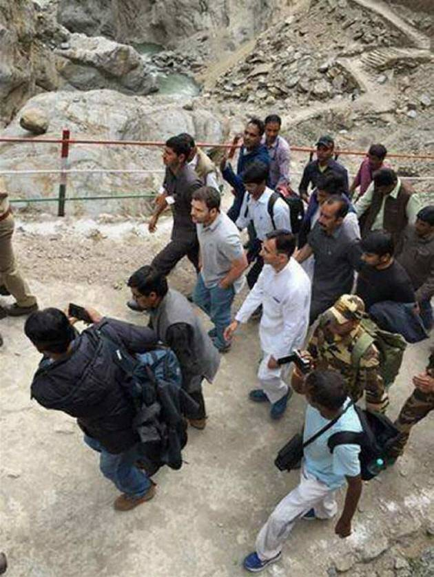 Rahul Gandhi, Rahul, Rahul in Kedarnath, Rahul in Uttarakhand, Kedarnath temple, Rahul Kedarnath temple, Uttarakhand flashflood, Uttarakhand landslide, Kedarnath devastation, Rahul Gandhi photo, Kedarnath photo