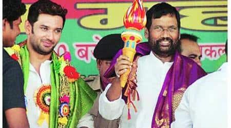 Ram Vilas Paswan dismisses Janata Parivar: 'Sau langde don't make apehalwan'