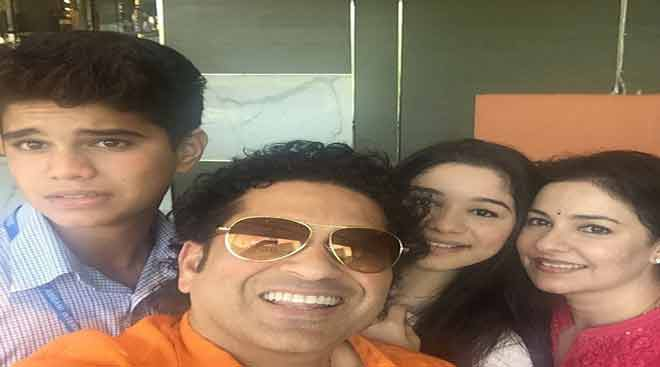 Sachin Tendulkar's b'day selfie with wife and kids