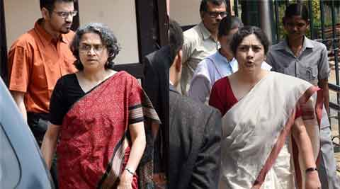 Coal scam: Manmohan Singh's daughters attend court hearing