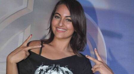 While attending the screening of 'Avengers: Age of Ultron' on Wednesday night (April 22), Sonakshi enjoyed herself as she posed with Iron Man.