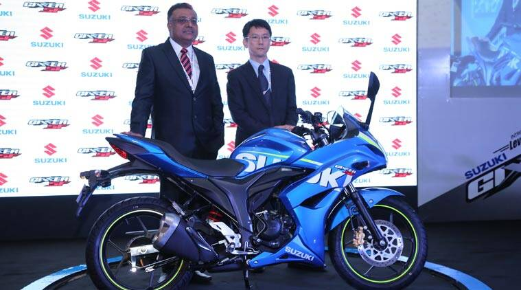 The Gixxer SF comes with a proper full fairing at the front, which incorporates the same headlamp which is present on the Gixxer.