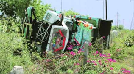 Car runs over policemen removing crashed dumper on Noida expressway, three persons dead