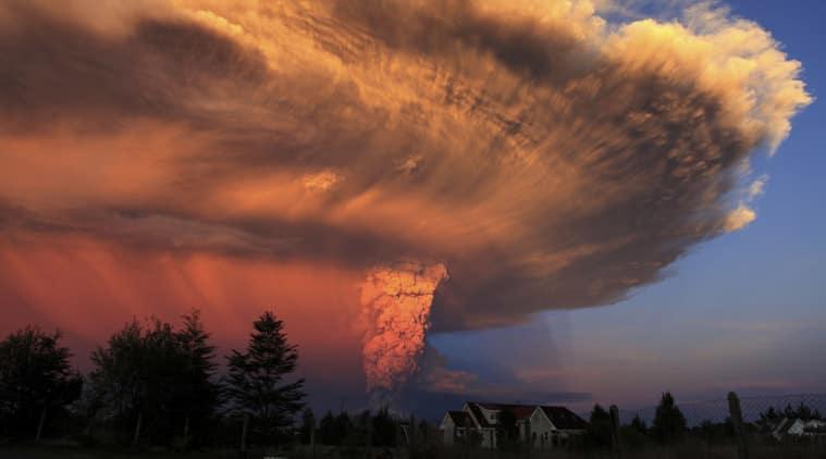 chile volcano erupt, calbuco volcano erupt, southern chile, southern chile volcano, volcano erupt, volcano, volcano news, chile news, world news