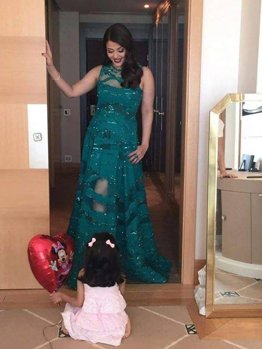 This mother-daugther picture of Aishwarya Rai Bachchan and Aaradhya went viral. The tiny tot seems to be admiring her beautiful mother, before the actress walked the Cannes red carpet.