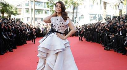 Aishwarya Rai Bachchan looks exquisite in Ralph & Russo voluminous gown at Cannes 2015