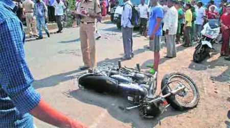 Head-on collision between bike, Scooty: 22-year-old succumbs toinjuries
