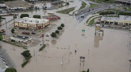 Flash floods in Texas, Oklahoma kill 2, force at least 2,000 to flee