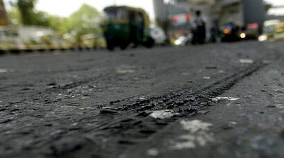 Heat wave melts roads, death toll over 1,500