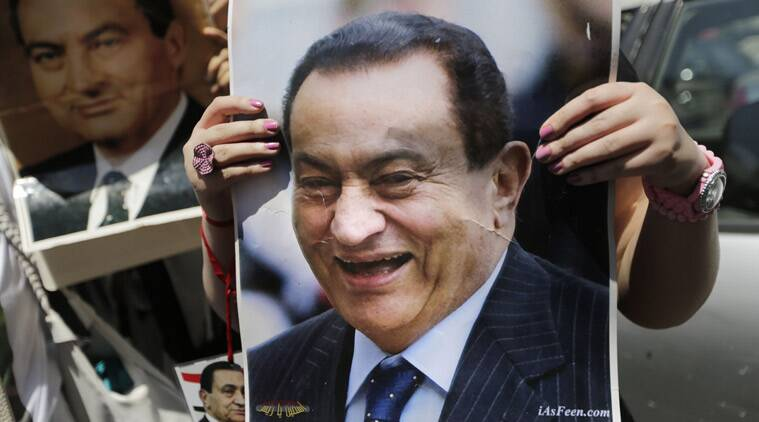A supporter of Egypt's ousted President Hosni Mubarak holds his poster outside Cairo high court, in Cairo, Egypt, Thursday, May 7, 2015. (Source: AP photo)