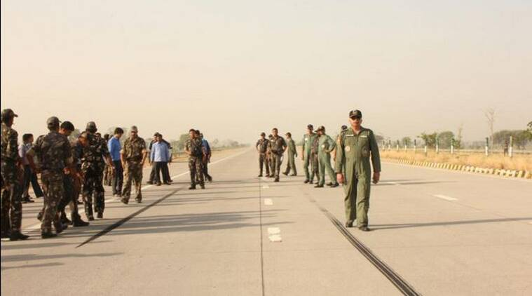IAF, Yamuna Expressway, Indian Air Force, Mirage aircraft, fighter aircraft, fighter aircraft landing, IAF Yamuna Expressway