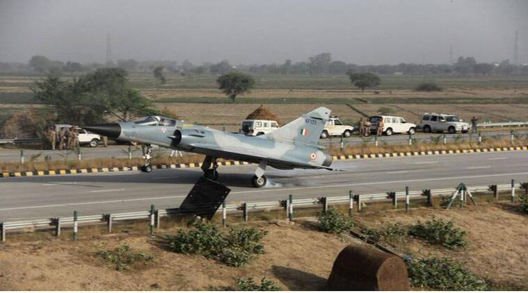 IAF's Mirage 2000 fighter aircraft lands on Yamuna Expressway (Courtesy: Sitanshu Kar/Twitter)
