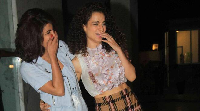 B-Town Queens Priyanka Chopra, Kangana Ranaut celebrate National Award wins together