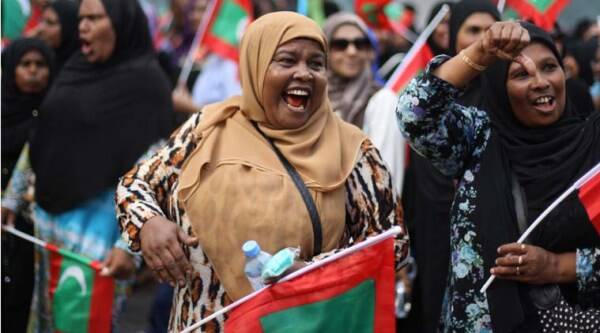 Opposition supporter shout slogans during a protest demanding Maldives President Yameen Abdul Gayoom resign and jailed ex-president Mohamed Nasheed be freed, in Male', Maldives, Friday, May 1, 2015. (AP Photo)