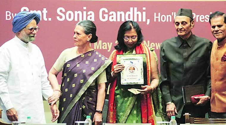 Sonia Gnadhi, NDA government, Sonia Gnadhi minorities, Congress, indian national congress, G K Reddy, G K Reddy Memorial National Award, Vinod Mehta, Manmohan Singh, congress news, sonia gandhi news, india news, indian politics, news