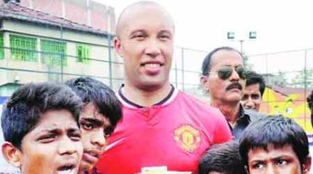 Mikael Silvestre, Mikael Silvestre Man Utd, Manchester United, Mikael Silvestre defender, football news, Mikael Silvestre in India, sports news