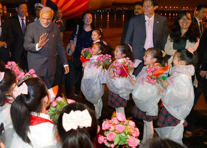 narendra modi, PM Modi, Modi in China, Modi in Shanghai, Modi China visit, Modi Indian community, Modi CEOs sanghai, Modi CEO meeting, Gandhian Centre in China, Gandhian studies centre in China, Modi Fudan University, Gandhian and Indian studies, Modi news, India news, China news, India China, India china relations, world news,