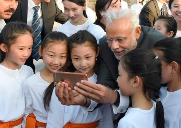 Narendra Modi, Narendra Modi in China, Modi in China, Modi selfie, Modi Keqiang selfie, Modi China selfie, Modi selfie diplomacy, Narendra Modi Keqiang, Modi in Beijing