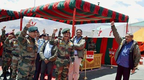 parrikar, manohar parrikar, defence minister, defence minister parrikar, J&K border, LoC border, Jammu Kashmir border, Indian Army, Dalbir Singh Suhag, Nubra area, India news, Indian defence,