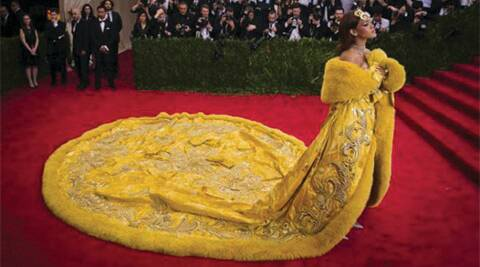 Met gala 2015, Rihanna, Rihanna outfit, Rihanna dress, Rihanna stunning look, Rihanna costume, Rihanna attire, Rihanna fashion, Rihanna ensemble, Rihanna style, Rihanna suit, Rihanna wardrobe, Rihanna clothing, hollywood, entertainment news