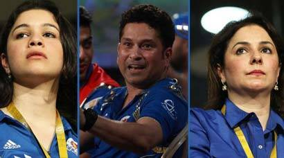 Sachin Tendulkar's wife Anjali, daughter Sara cheer for Mumbai Indians