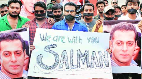 salman khan, Salman Khan verdict, bail for salman, salman gets bail, salman khan, salman khan reaches home, salmn back home, hit and run, salman verdict, Salman Khan bail, Salman Khan jail, Salman Khan news, salman khan convicted reaction, salman khan jailed, Salman Khan latest news, Salman Khan, mumbai news, india news, indian express