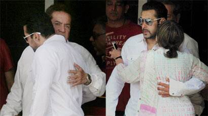 Salman hugs parents before leaving for court
