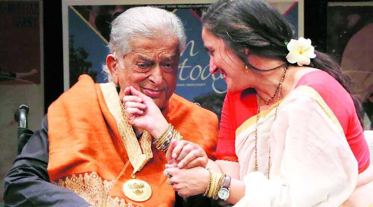 shashi kapoor, dada saheb phalke award, shashi kapoor award, ranbir kapoor, shashi kapoor dada saheb phalke award, shashi kapoor movies, actor shashi kapoor, veteran actor shashi kapoor, shashi kapoor national awards, rishi kapoor, ranbir kapoor, amitabh bachchan, rekha, abhishek bachchan, entertainment news