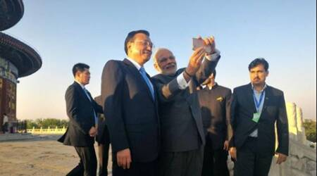 Narendra Modi, Li Keqiang take 'world's mightiest selfie' inBeijing