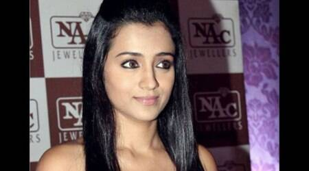 Trisha Krishnan attracts fans galore on 'Nayaki' set