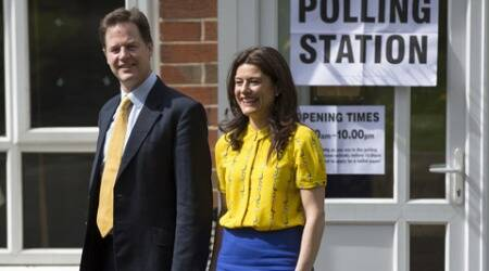 UK elections 2015: Voters flock to the polls in Britain's knife-edgeelection