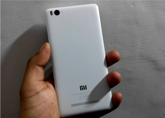 The rear of Mi 4i is as good as new. No scratches or ink.