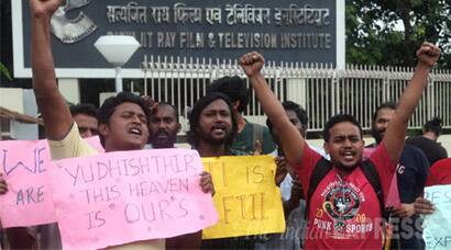 Gajendra Chauhan, FTII, SRFTI, FTII students Protest, FTII against Gajendra Chauhan, SRFTI Students protest, Gajendra Chauhan removal, Gajendra Chauhan Resignation, Gajendra Chauhan FTII, Gajendra Chauhan SRFTI, FTII Pune, SRFTI Kolkata, Pune, Kolkata