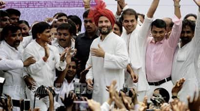 Rahul Gandhi, Narendra Modi, Arvind Kejriwal, BJP, AAP, Bhartiya Janta Party, Aam Aadmi Party, Sanitation Workers Strike, Sanitation Workers Protest, rahul gandhi news, rahul gandhi modi, Rahul safai karamcharis, rahul kejriwal, Rahul Modi, Rahul Kejriwal, Rahul Gandhi news, india news, delhi news