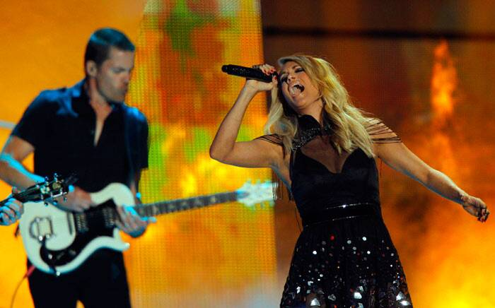 Carrie Underwood performs at the CMT Music Awards at Bridgestone Arena on Wednesday, June 10, 2015, in Nashville, Tenn. (Source: AP)