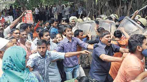 Dhanas colony, Chandigarh Dhanas colony, Dhanas colony residents, Dhanas colony residents protest, Dhanas colony protesters lathicharged, Chandigarh police, Chandigarh news, Punjab news, India news, latest nbews, indian express
