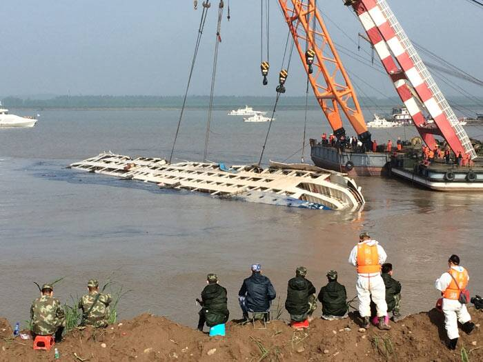 Yangtze, Yangtze Ship disaster, Yangtze ship capsize, China, china boat sinks, China boat capsizing, Ship sinks in China, China Boat Rescue operations, China Boat rescue work, China Boat Survivors, China Ship Sinks
