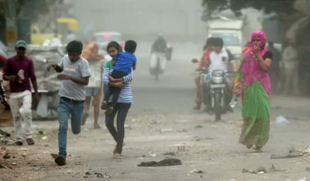 Delhi, delhi rain, delhi dust storm, dust storm delhi, delhi rain photos, india rain potos, rajpath, rajpath photos, rajpath rain photos, india gate photos, india gate rain photos, delhi news, india news, indian express