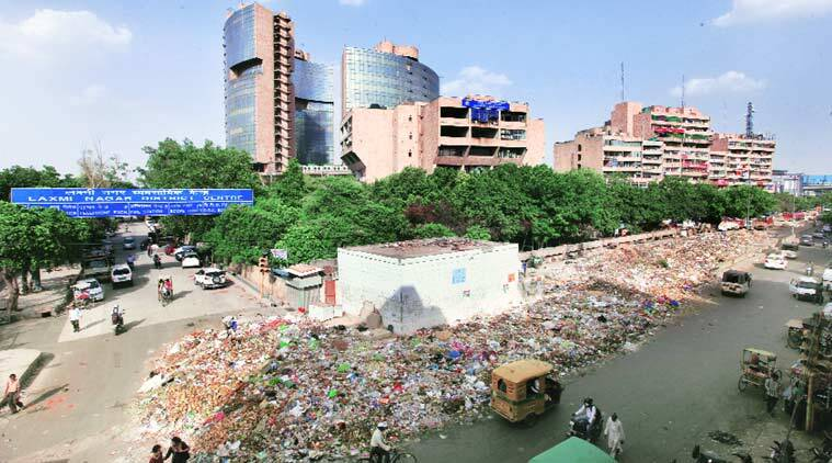 Garbage near the Laxmi Nagar District Centre in East Delhi. (Source: Express photo by Ravi Kanojia)