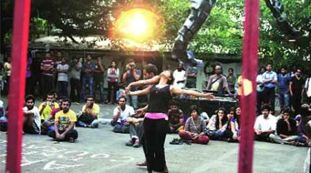 FTII students Delhi-bound for talks with Ministry
